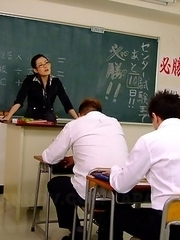 Teacher Yui Komine gives hot heads